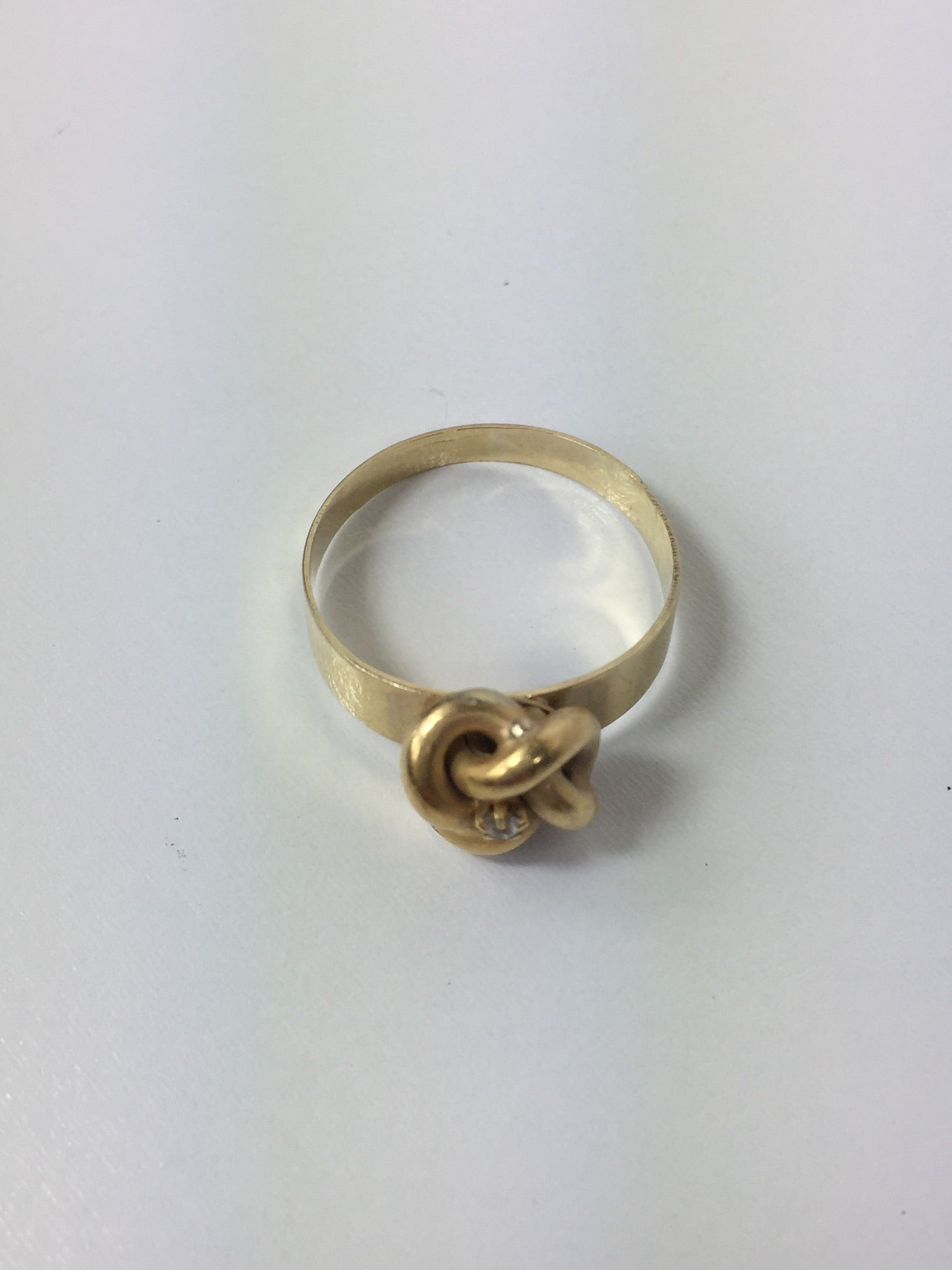 Gold Knot Ring with Diamond