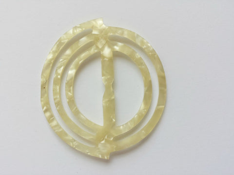Celluloid circular buckle - Accessories Of Old