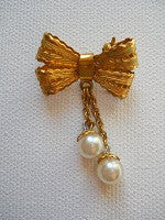 Vintage French made 1940s Filligree bow with faux pearl detail