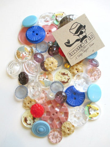 Lucky pack bag of 50 assorted vintage buttons - Accessories Of Old