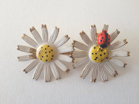 Hand Painted Daisy Brooch - Accessories Of Old
