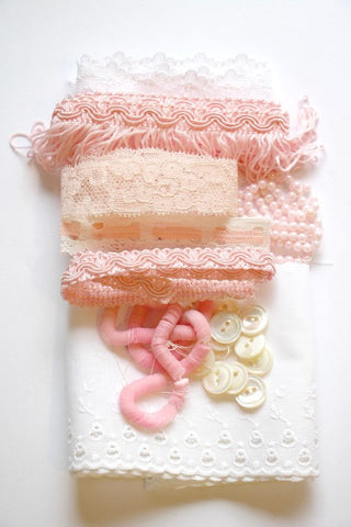 Vintage pink and white craft kit - Accessories Of Old