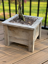 "Load image into Gallery viewer, CEDAR PLANTER SQUARE 14"" W14SP"
