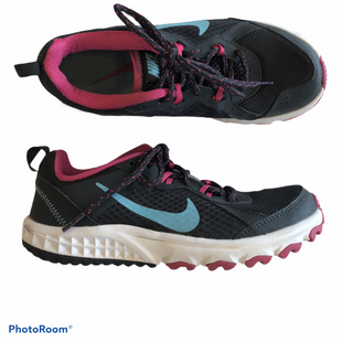 Shoes Athletic By Nike  Size: 6 - BRAND: NIKE STYLE: SHOES ATHLETIC COLOR: BLACK SIZE: 6 SKU: 311-31111-26506