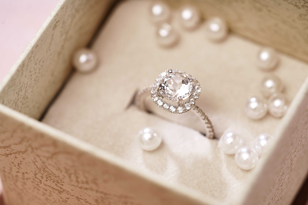 3 Essential Tips for Buying Engagement Rings This Holiday Season