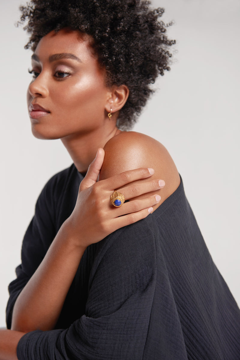 Sanctuaire-Sewit-Sium-blue-gold-statement-ring
