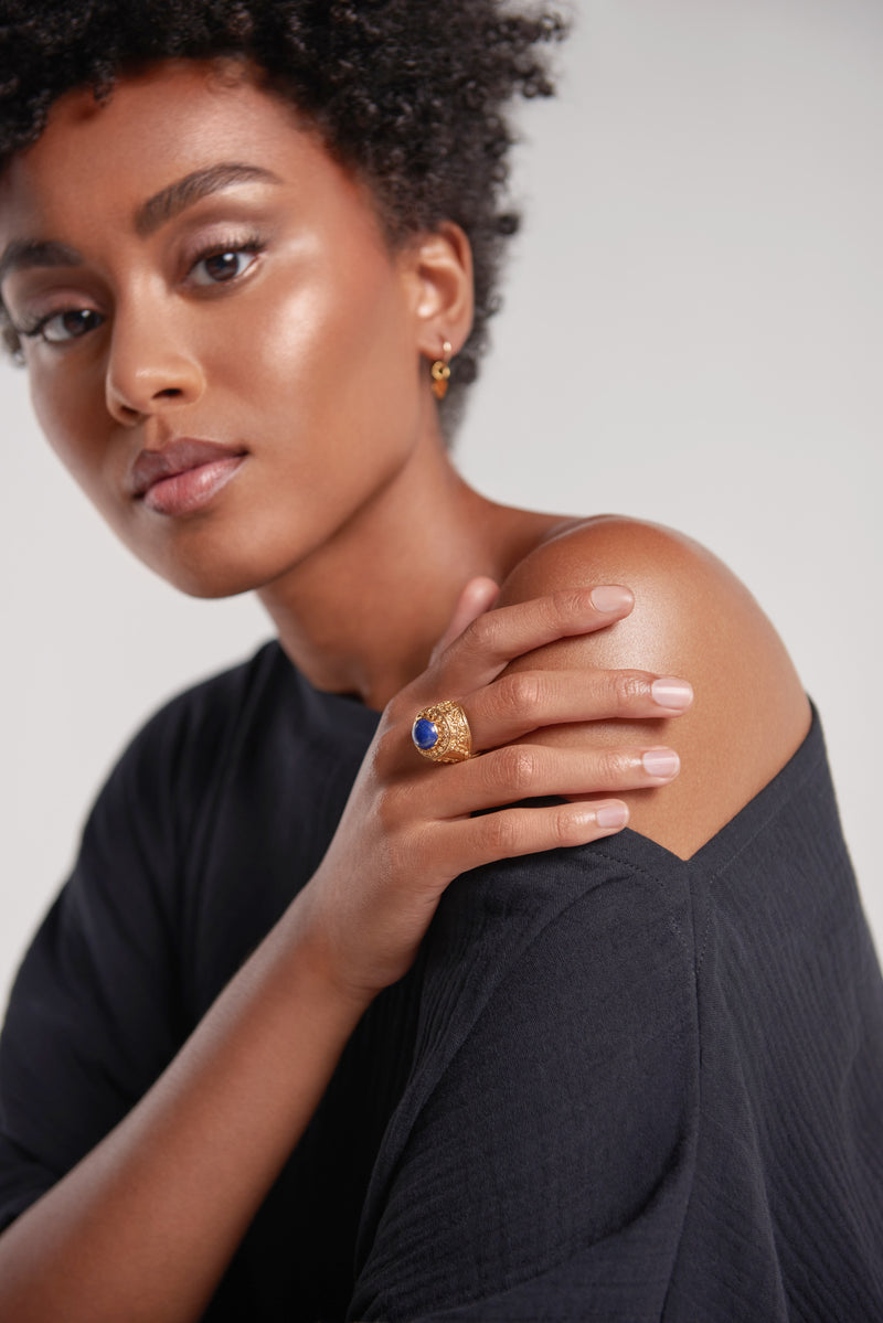 Sanctuaire-Sewit-Sium-gold-statement-ring-blue