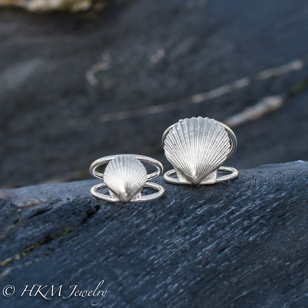 small and large scallop shell ring on a double band in sterling silver by hkm jewelry