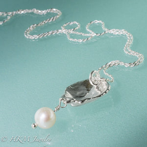 the back view of the scallop pearl necklace in polished finish with white pearl drop by hkm jewelry