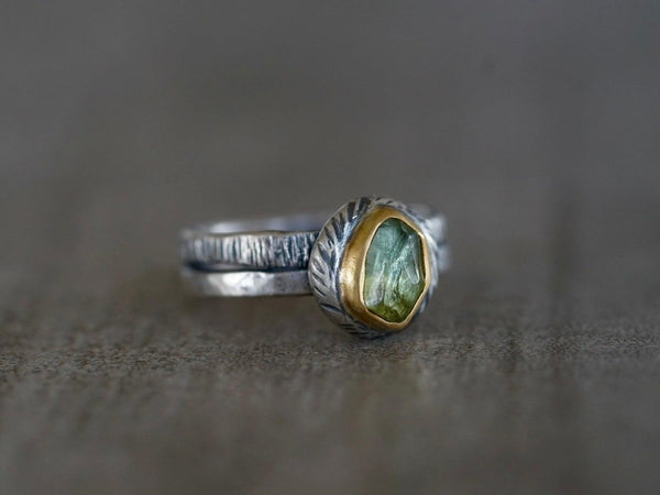 Green tourmaline and 22 k gold swirl ring, size 7.25