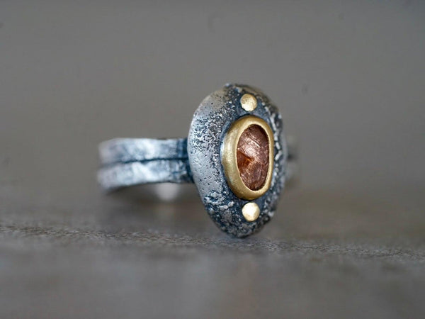 Spinel and 22 k gold pebble ring, size 6.75