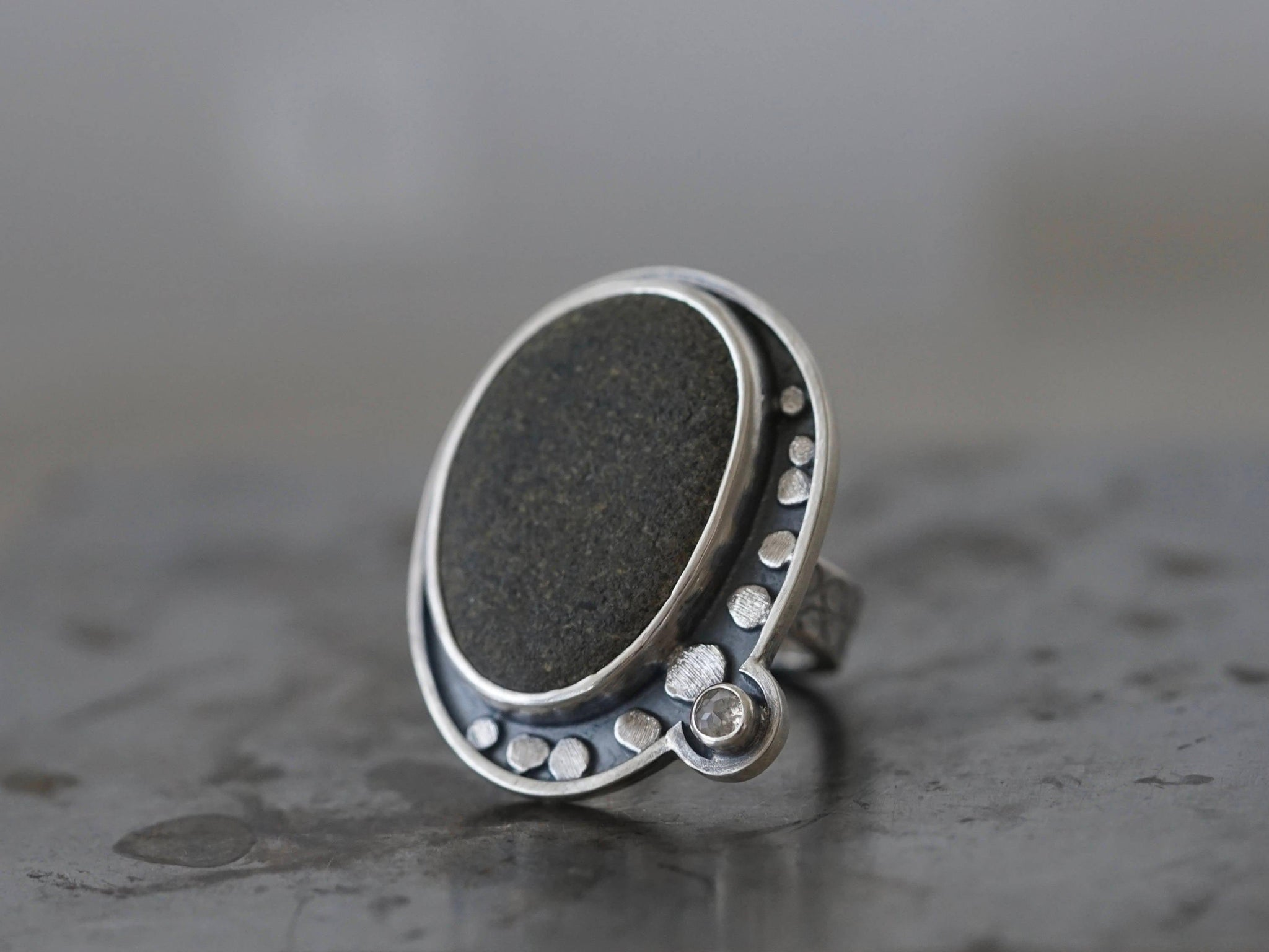 Large pebble and rose cut diamond ring, size 7.75