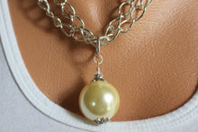 Load image into Gallery viewer, Cream Drop Pendant Necklace