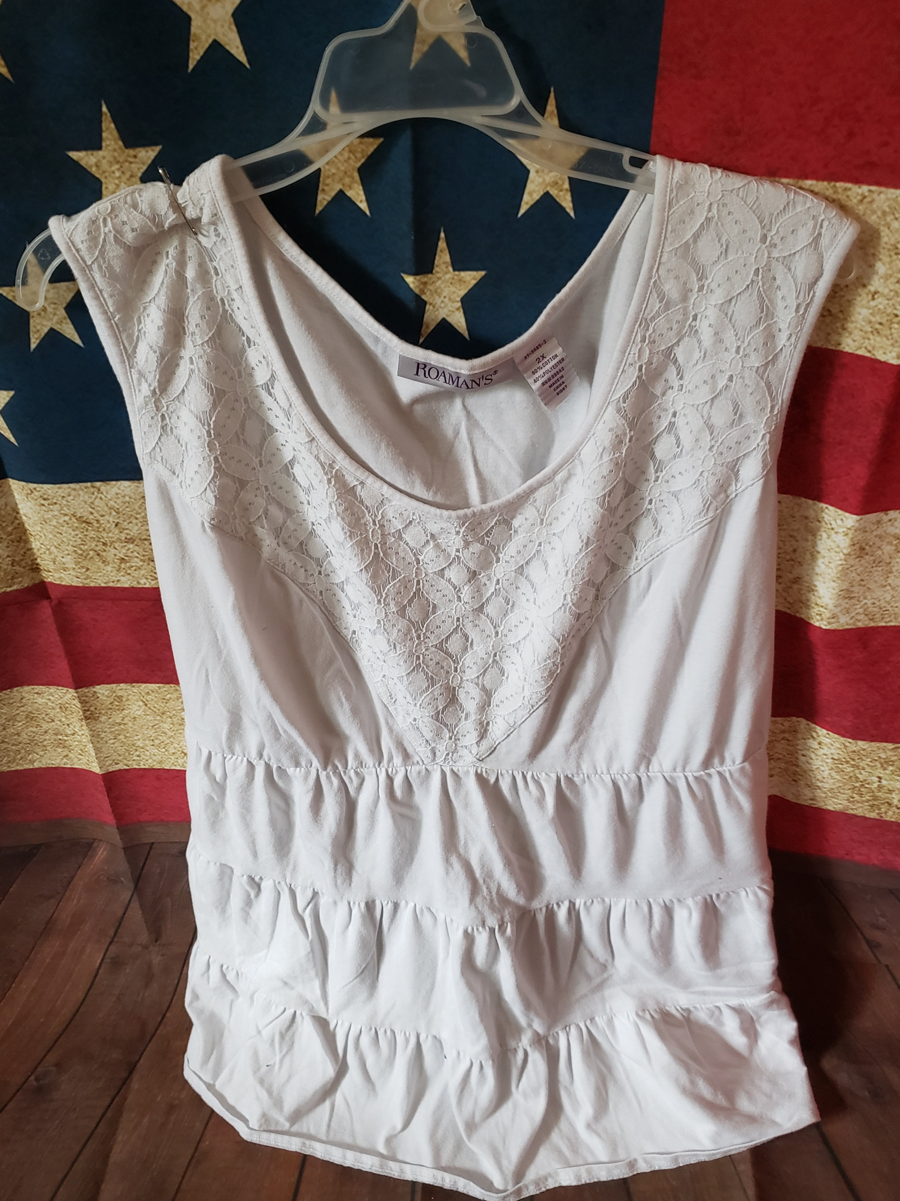 ROAMINS Size 2x juniors white tanktop with lace