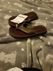 Old Navy boys leather flip flop size 12/13 toddler