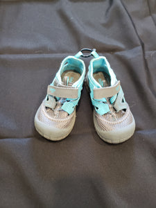 OshKosh B'gosh size 8 grey and blue shoes