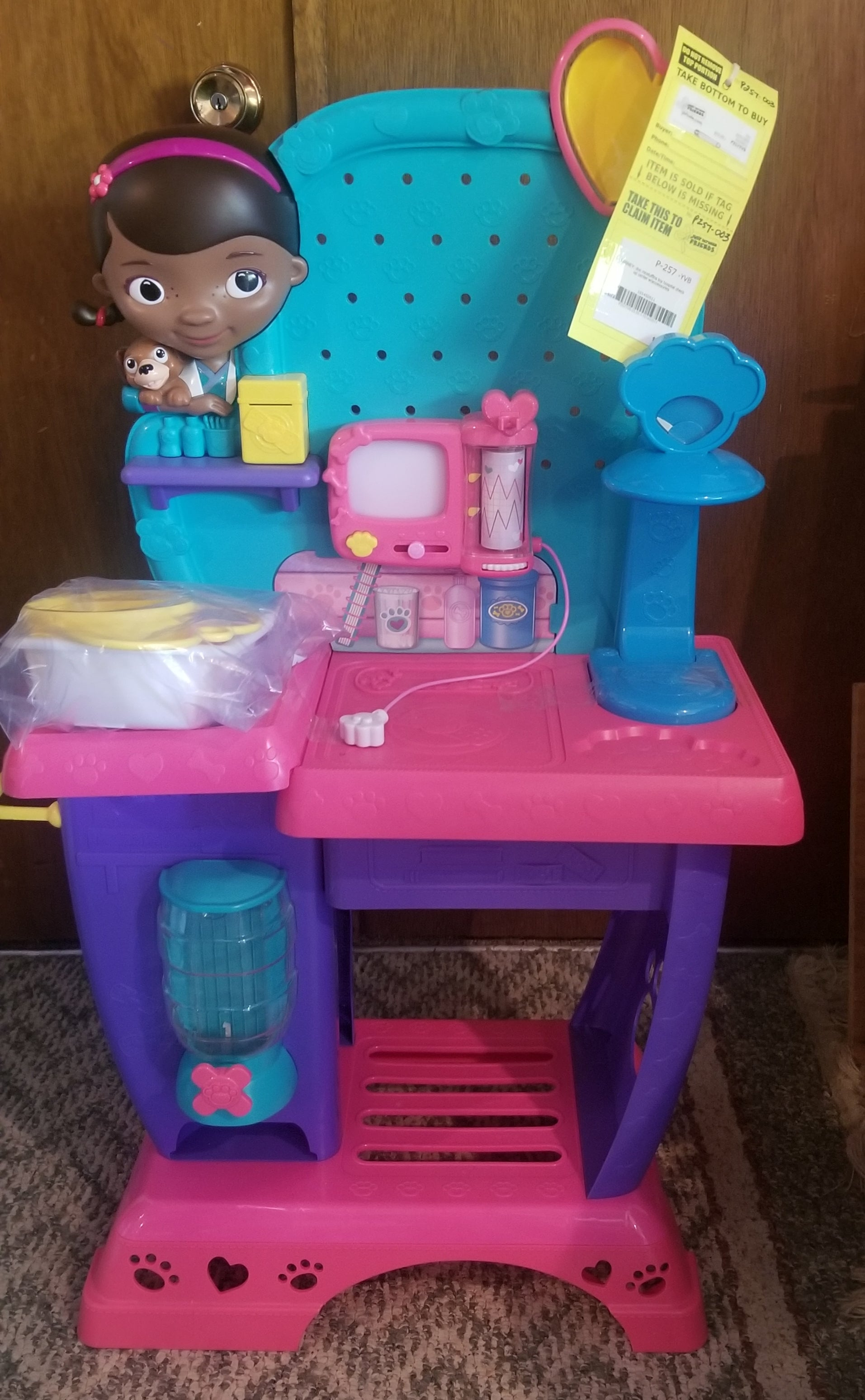 DISNEY doc mcstuffins hospital check up center w/accessories
