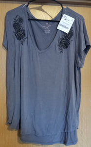 AMERICAN EAGLE NEW WITHOUT TAGS SZ XL juniors grey short sleeve tee w/black/gold flowers