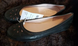 TALBOTS black flats w/flower cut out on toes, teen 7.5
