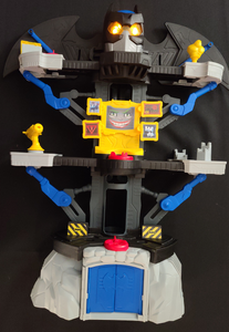 Imaginext DC Super Friends Transforming Batcave w/ action figures