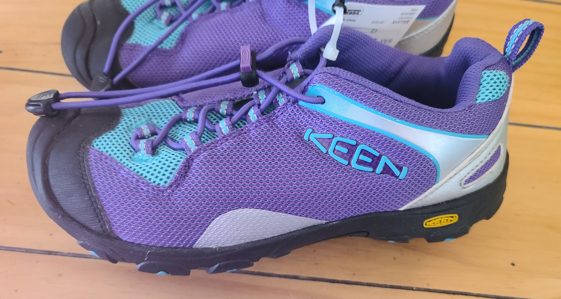 "KEEN waterproof ""Chandler"" shoes, Girls shoe size 5"