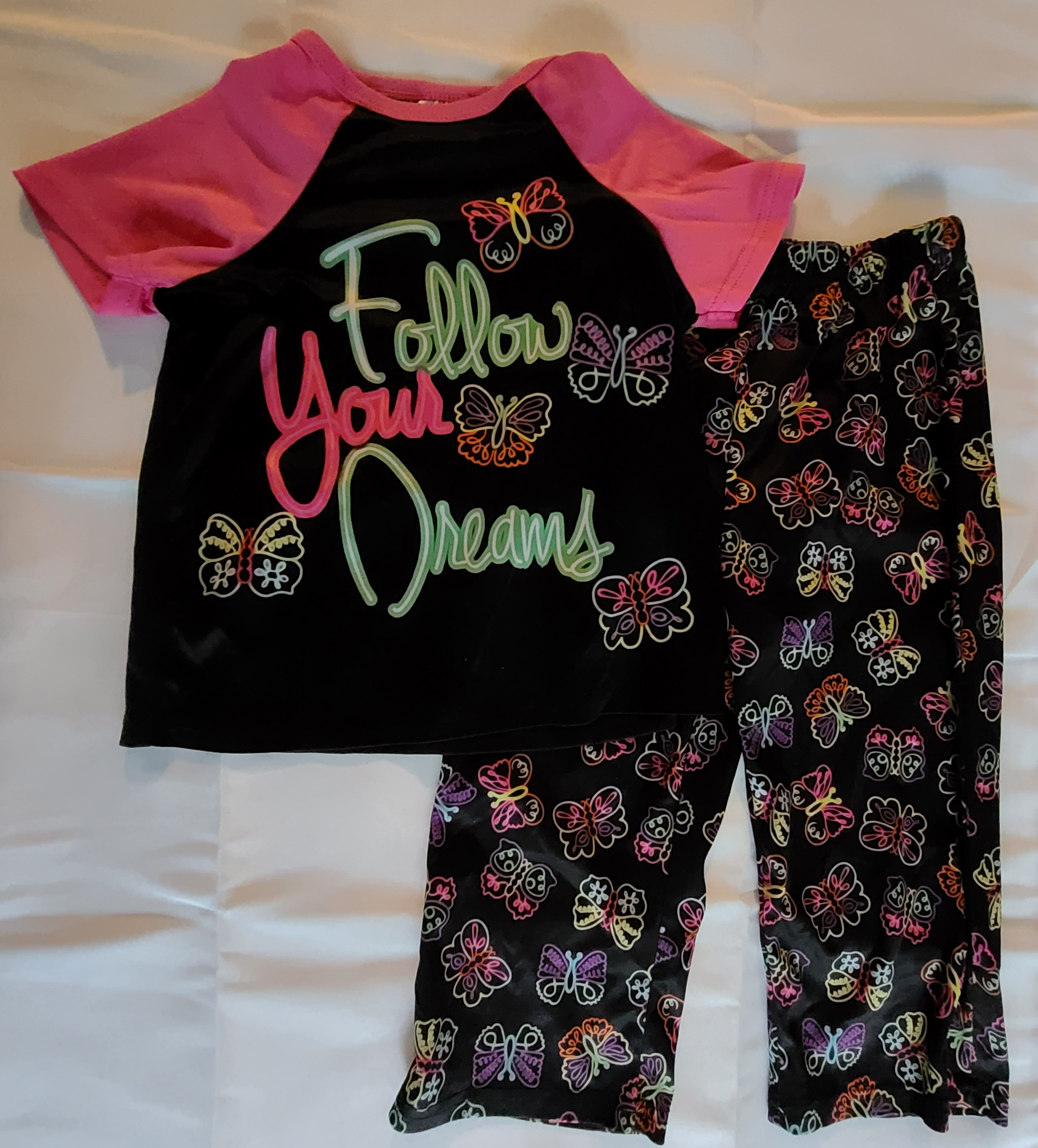 "NIGHT LIFE 2 pc pajama set: satin-like top w/ pink short sleeves & ""Follow your dreams""; Black bottoms w/ butterflies; Girls 6"