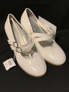 American Eagle white dress shoes NWT. Size 2