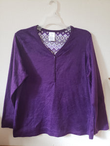 SECRET TREASURES Size med (8/10) soft purple longsleeve pajama shirt