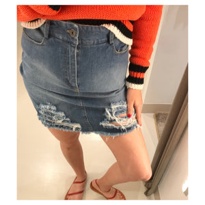 FRAYED DENIM SKIRT.