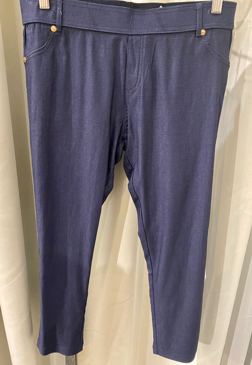 Lightweight 3/4 Pant With Stud Detail