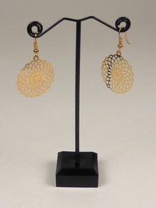 Plain polished hanging drop gold silver earrings oorbellen for ear lobes with hook ear wire anti-allergic nickel free lead cadmium free nikkelvrij chroomvrij cadminumvrij brass messing jewelry jewellery light weight comfortable ethnic Indian tribal boho bohemian hippy vintage ornate antique feminine elegant casual party gift present mandala pattern