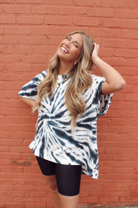 STARBURST TIE DYE OVERSIZED TOP
