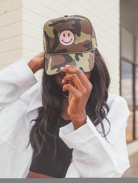 F+S: CAMO SMILEY TRUCKER HAT
