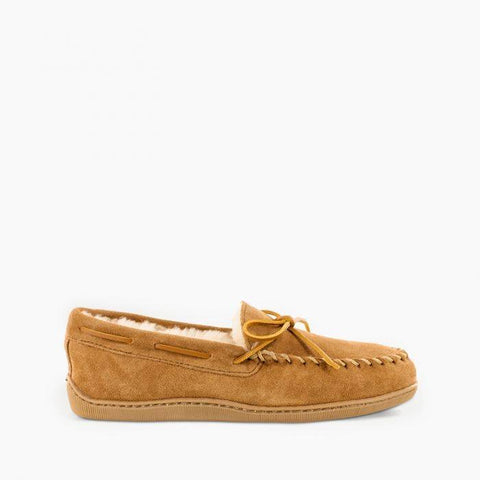 Minnetonka Men's Sheepskin Hardsole Moc Golden Tan