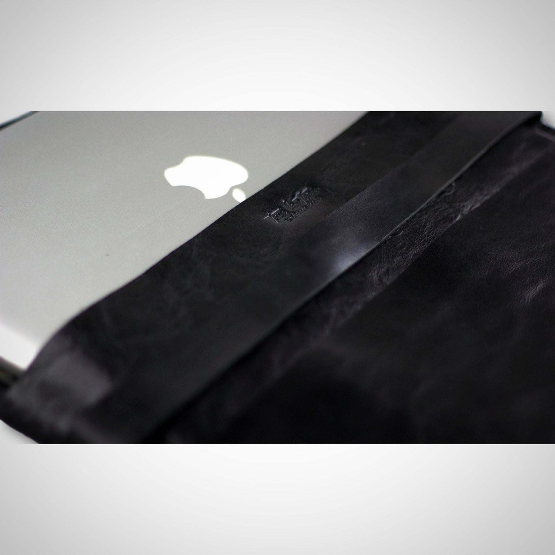 Shiny Clutch / Macbook case