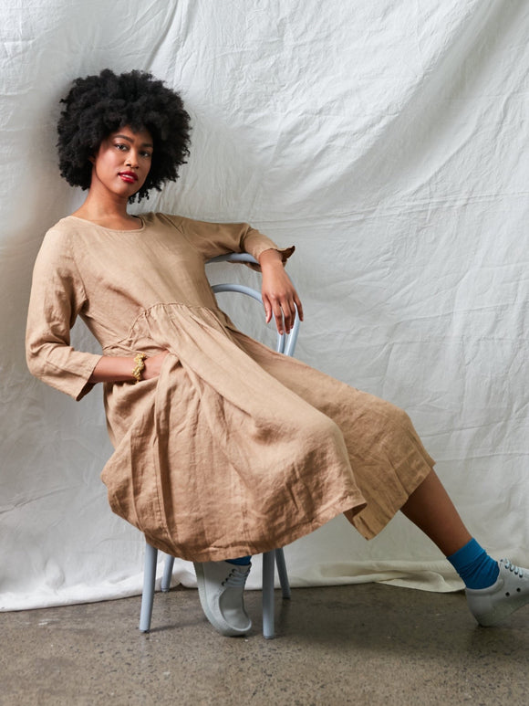 MONTAIGNE Baggy Linen Dress Camello