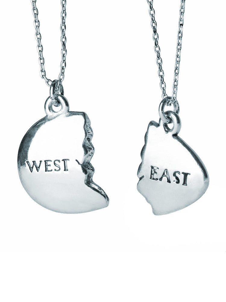 The Great Gatsby - East and West Egg: Silver necklace