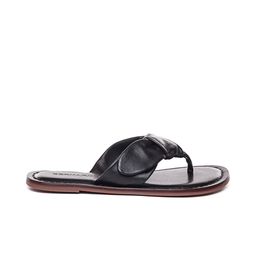 Side photo of Bernardo 1946's Lillian thong sandal with a bow, in black.