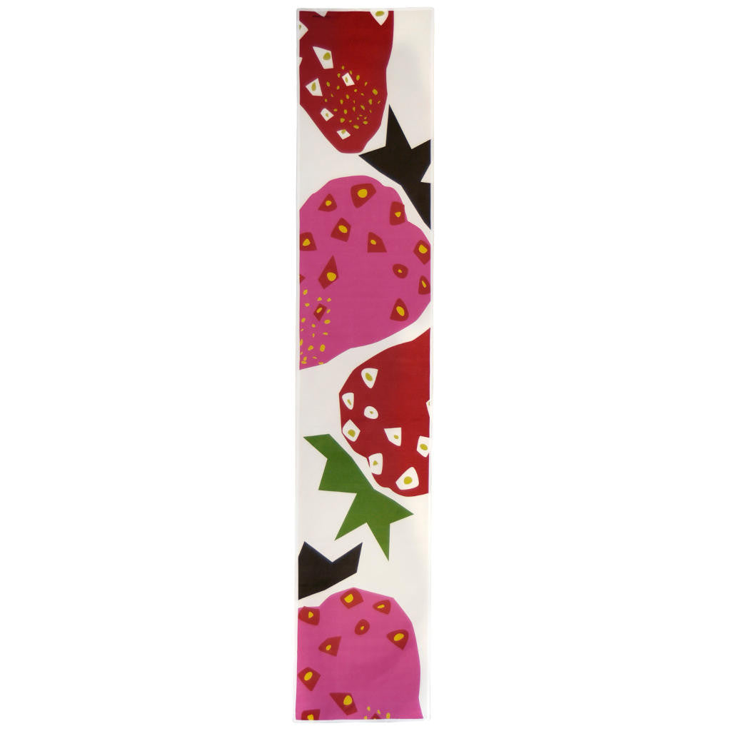 Strawberry table runner showing full strawberry pattern