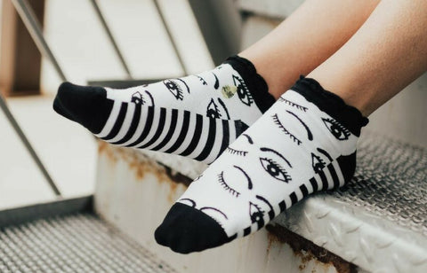 Womens Winky Eye Ankle Socks