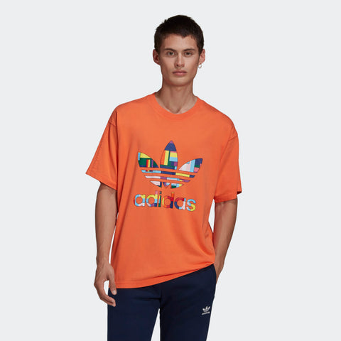 ADIDAS T-SHIRT PRIDE FLAG FILL