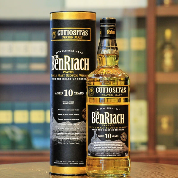 A heavily peated single malt whisky from Benriach aged for 10 years Curiositas. Young, bold and smoky whisky. Available on Mizunara The Shop Hong Kong