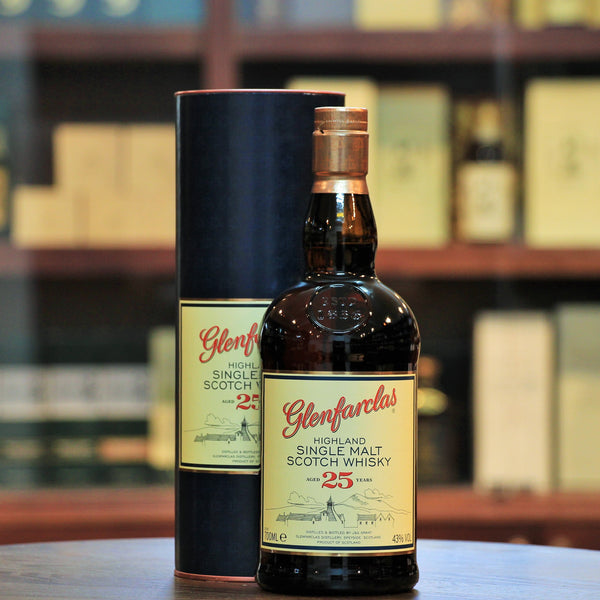 Glenfarclas 25 Years Single Malt, A wonderfully aged Sherried Whisky from the family at Glenfarclas. Rich fruits, christmas cake and hints of dark chocolate.