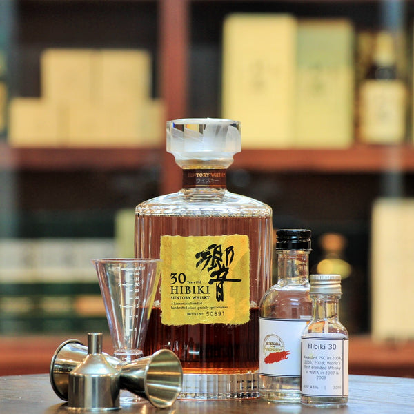 Hibiki 30 Years Japanese Blended Whisky (30 ml 100 ml Sample)