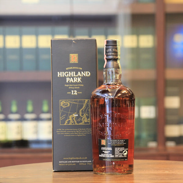 A 12 years old bottling from Highland Park was bottled at 2000s . This classic bottling was The Malt Whisky Companion Michael Jackson's favourite. This bottle style introduced by Edrington in 1999 and used until it was redesigned in 2006.