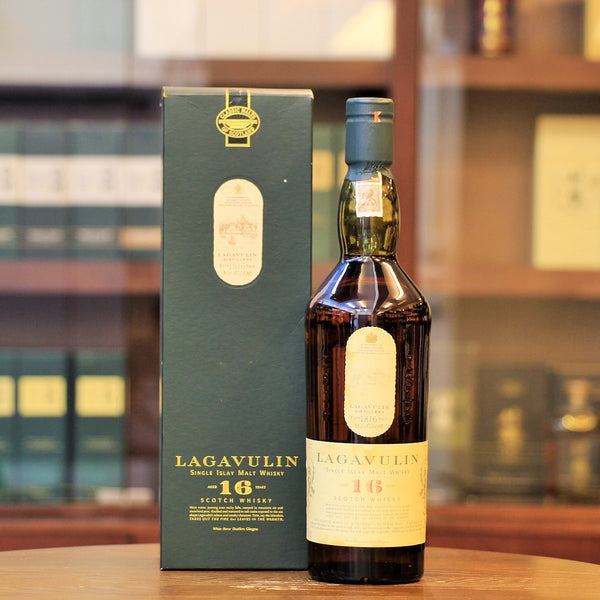 This classic 16 years Lagavulin single malt is old bottling from White Horse Distiller Glasgow, which reportly was an old trademarks of Lagavulin before 1990s.
