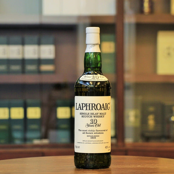An old style of the Laphroaig 10 Years Old which was released in the 1990s after the royal warrant was awarded to the Distillery in 1994. Bottled at 43%, the back label carries the logo of the warrant.