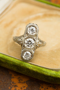 Three Round Diamond Filigree Ring 18kt