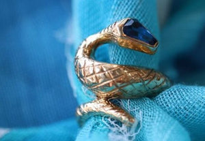 18kt Yellow Gold Snake Ring Sapphire head
