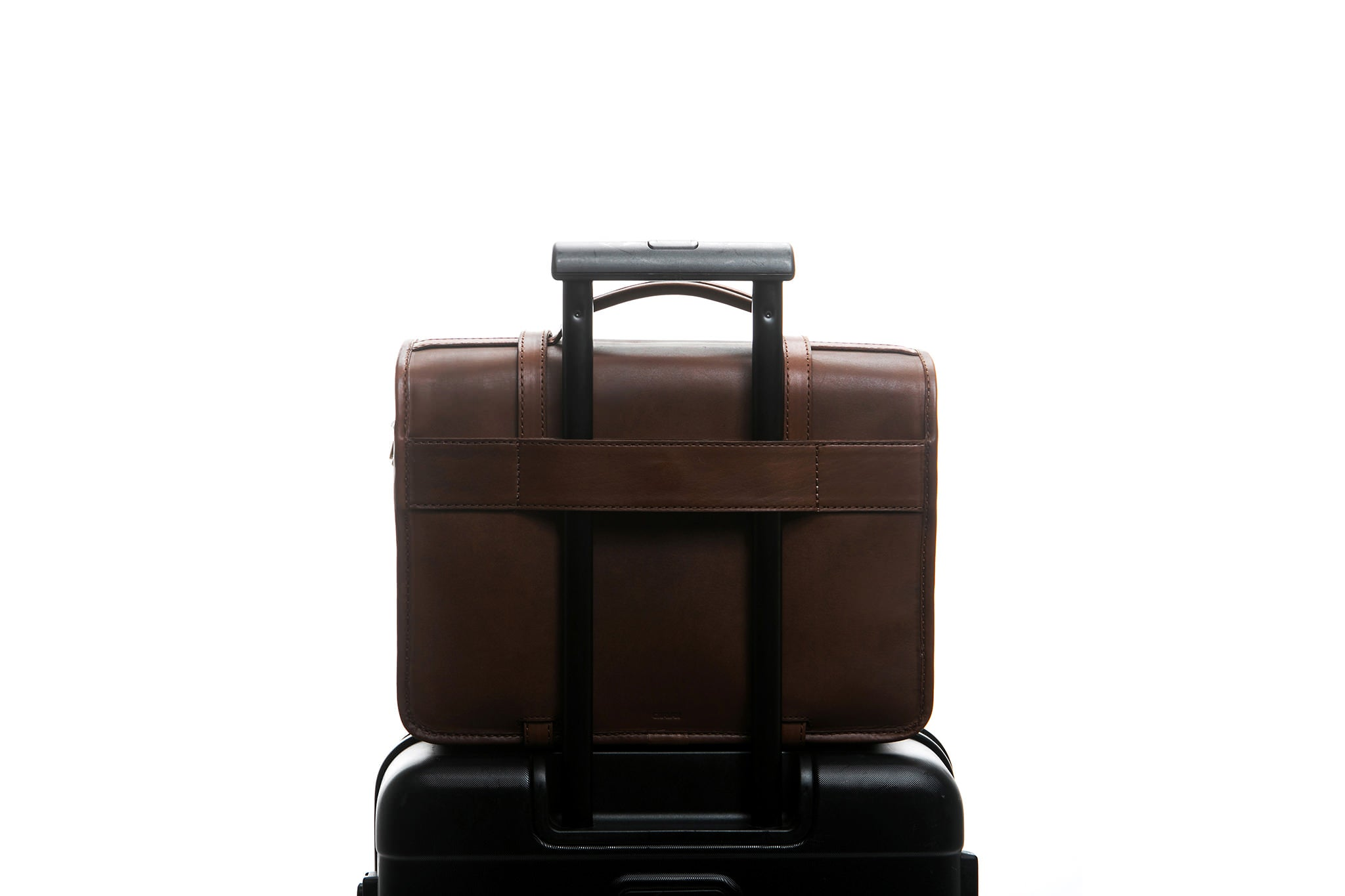 Traveling made easy with a Cravar bag. Function shown here with an all leather older Rana model.
